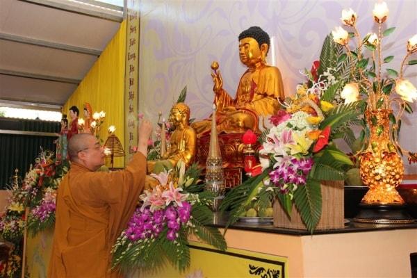 Đi chùa đầu năm 2017 nên sắm lễ gì?