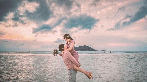 Yêu bạn trai hơn 5 tuổi - Làm thế nào để luôn giữ lửa tình yêu?