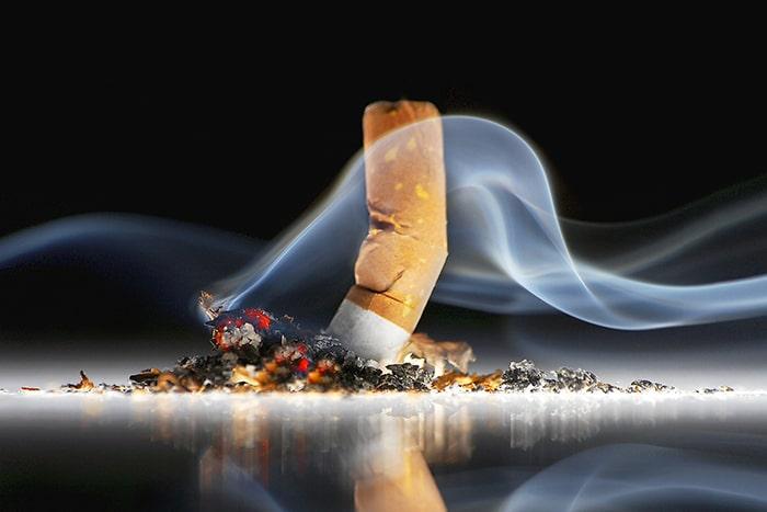Hút thuốc lá là 1 trong số những thói quen gây yếu sinh lý