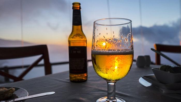 Lạm dụng rượu bia cũng sẽ gây yếu sinh lý ở nam giới