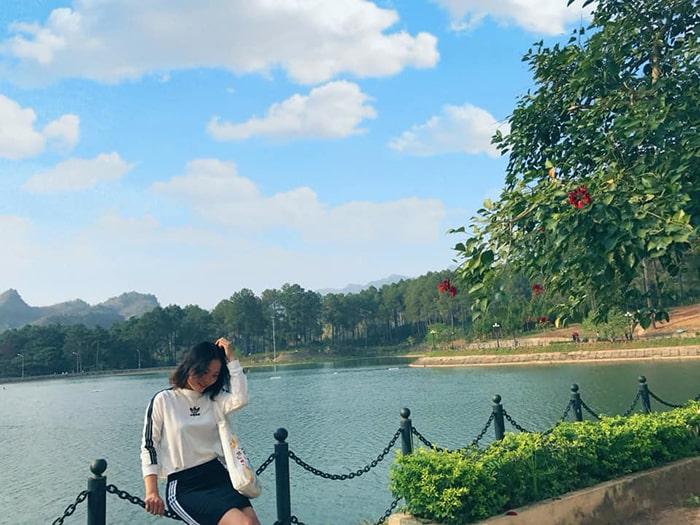 Hồ nước ở Rừng thông Bản Áng