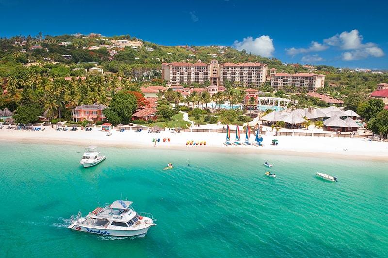 Cư dân nhiều quốc gia có thể xin làm hộ chiếu Antigua