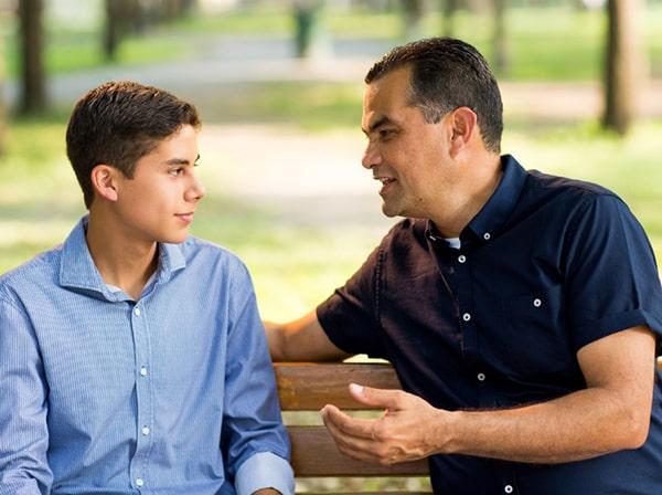 Bố mẹ hãy dành thời gian nói chuyện, chia sẻ và hiểu con hơn